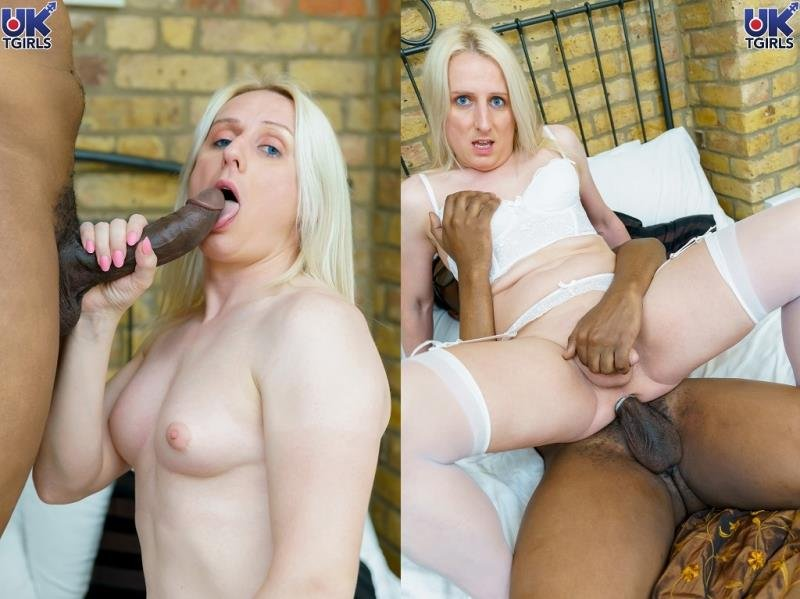 UK-TGirls: (Katie Fox) - Katie Fox and Freddie Bangs Goes Hard [HD 720p] (941.06 Mb)