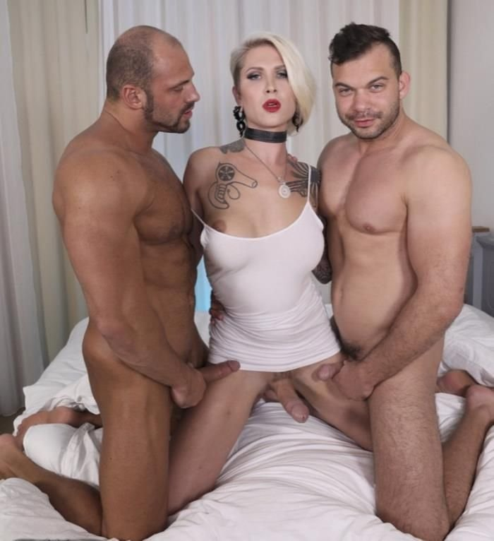 Dannixxx: (Danni Daniels) - Hot Threesome (2018) [FullHD] (1.67 Gb)