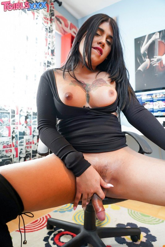 TGirls.xxx: (Sharita) - Horny Sharita Jacks Off! [FullHD] (776,48 Mb)