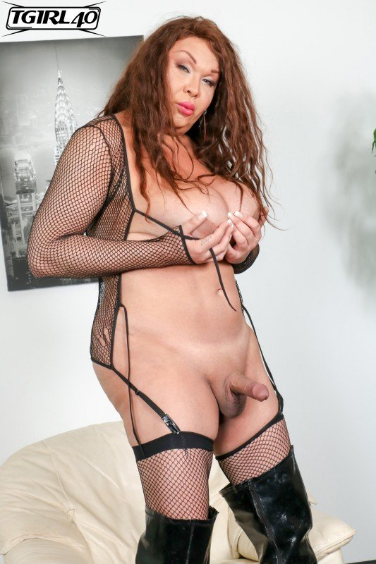 TGirl40.com: (Michelle Michaels) - Michelle Pops A Great Load! [FullHD] (682,17 Mb)