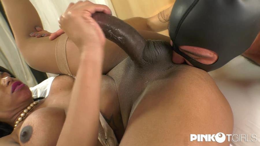 PinkOTgirls.com: (Waleska Sargentely) - Waleska And Her Big Cock Enjoys With Two Men [HD] (1,1 Gb)