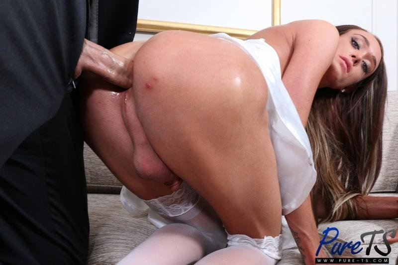 Pure-ts.com: (Amanda Bell) -  Two Lovers Get After It In The Honeymoon Suite [FullHD] (1.73 Gb)
