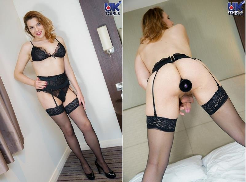 UK-TGirls.com: (Nikki Vidic) - Toying Her Ass In Her Room!  [HD] (631.7 Mb)