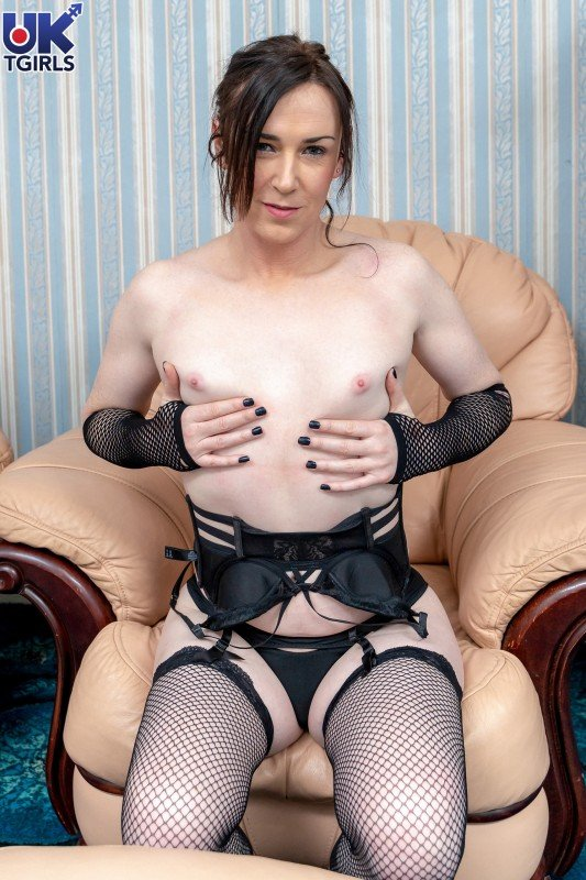 UkTgirls.com: (Stacey Summers) - So Hot In Black Stacey Summers! [FullHD] (1.02 Gb)
